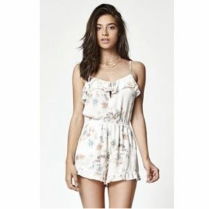 [ Kendall & Kylie ] Floral Print Ruffled Romper L